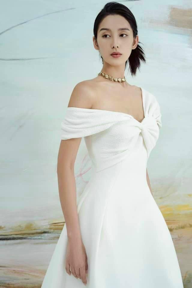 Đầm bẹt vai xếp ly xoắn ngực- DA24